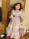 BEAUTIFUL LAURA COURT OF DOLLS. VERY GOOD CONDITION
