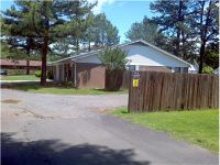 $575, 980 Sq. ft., 720 N Jackson St - Ph. 479-754-3110