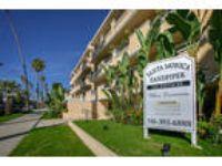 Santa Monica Sandpiper - One BR 1.5 BA