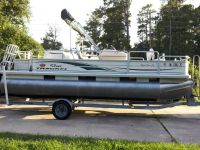 2005 Sun tracker pontoon 21 foot 50 hp Mercury runs great garage kep