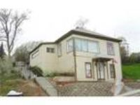 House in quiet area, spacious with big kitchen. Washer/Dryer