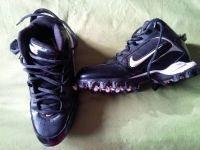 $35  Football Nike CLEATS MINT CONDITION Junior size 6 )