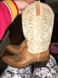 Cow girl boots size 8 1/2