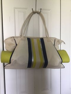 Gym bag with yoga mat in excellent condition.