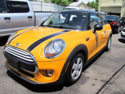 2015 MINI Cooper Hardtop 2dr HB (Volcanic Orange)