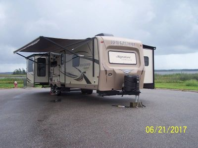 2015 Forest River Rockwood Signature Ultra Lite 8325SS