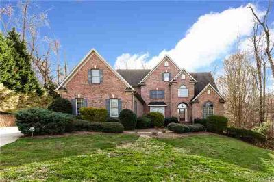 1009 Medinah Court Waxhaw Six BR, Marvin living!
