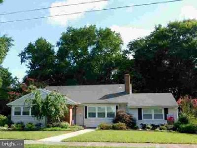 607 N Pinehurst Ave Salisbury Three BR, This waterfront home with