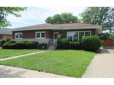 3 Bed 1 Bath Foreclosure Property in Hammond, IN 46323 - Kentucky Ave