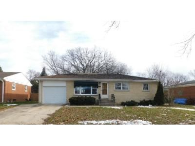 3 Bed 1 Bath Foreclosure Property in Mount Prospect, IL 60056 - S Can Dota Ave