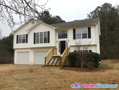 Stunning 3 beds, 2 bath home for immediate occupancy !