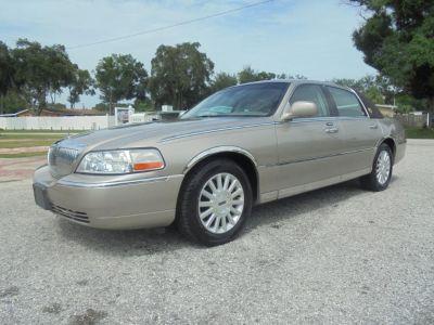 2003 Lincoln Town Car Signature (TAN)