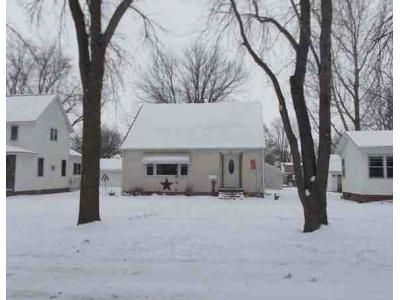2 Bed 1 Bath Foreclosure Property in Wells, MN 56097 - 4th Ave SE