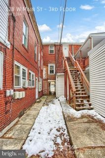 2 bed 1 bath apartment located in the heart of Mechanicsburg!