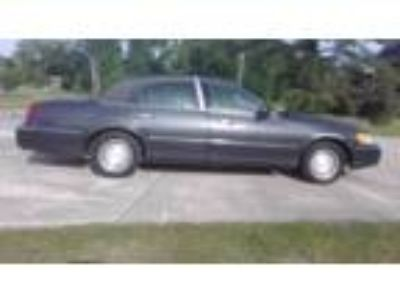 2001 Lincoln Town Car Executive, 169,521 miles