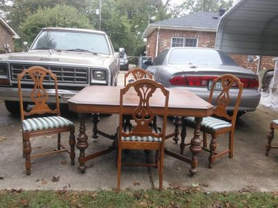 Antique table and 5 chair
