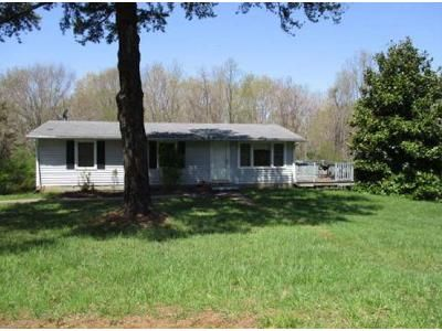 4 Bed 1.5 Bath Foreclosure Property in Altavista, VA 24517 - Cozy Hill Ln