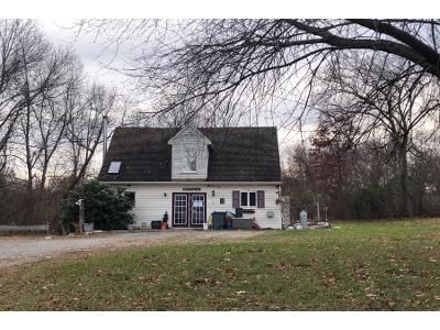 2 Bed 1.5 Bath Foreclosure Property in North Scituate, RI 02857 - Dexter Rd