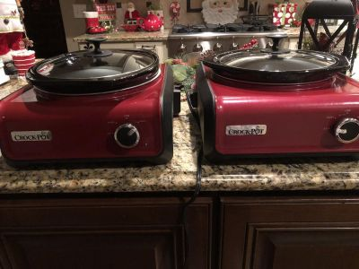 Set of 2 side by side crockpots (size small and medium)