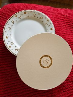 NEW Pampered Chef plates
