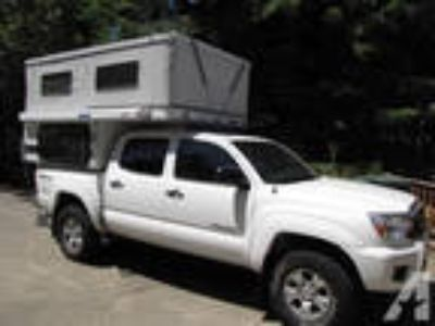 2013 like new POP-UP Truck Camper