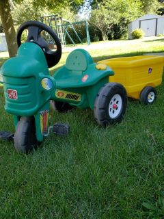 STEP 2 TRACTOR + LIL WAGON