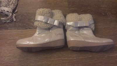 Toddler Dora winter boots like new size 9 1/2