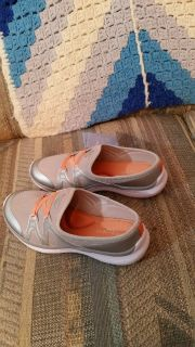 NEW Easy Spirit Mules, 7 1/2 W, Silver with orange ribbon