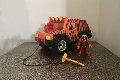 Imaginext Man & Jungle Safari Jeep with Shooting Missile. Both doors open and close.