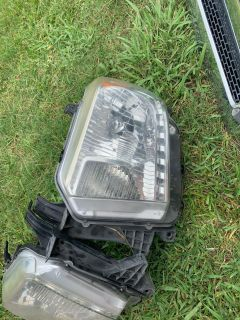 Toyota Tundra head lights