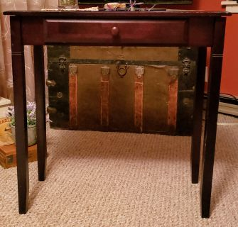 Darling wooden table with drawer