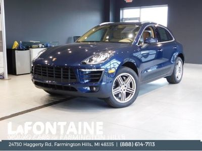 2016 Porsche Macan S (Dark Blue Metallic)