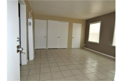 GORGEOUS STUDIO WITH FULL SIZE REMODELED KITCHEN & BATHROOM