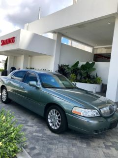 LINCOLN TOWN CAR SIGNATURE - Immaculate