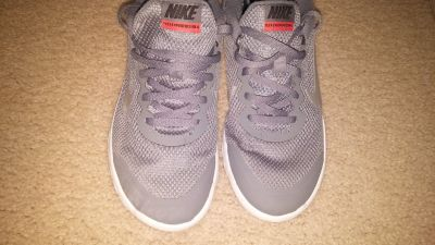 Boys Nike running sneakers Sz 5.5 shoes