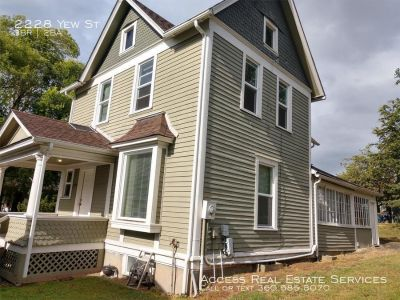 Single-family home Rental - 2228 Yew St