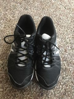 ASICS women s volleyball shoes size 7 1/2
