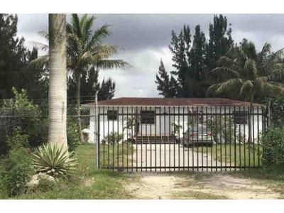 2 Bed 1 Bath Foreclosure Property in Miami, FL 33187 - SW 152nd St