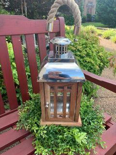 Great Lantern 20 in with handle metal & wood