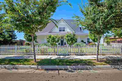 3330 E Roosevelt Avenue VISALIA Four BR, CLASSIC FARM HOUSE...is