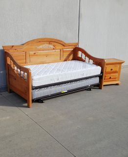 Broyhill Fontana Solid Wood Trundle Day Bed with Nightstand