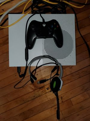 Xbox One S w/controller and NBA2K19