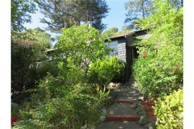 Charming 2BR/2BA Cottage on a upscale  street.