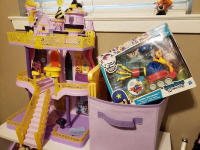 y Little Pony Castle and all items with it