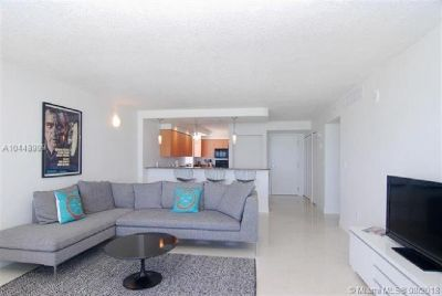 Miami Beach: 2/2 Available apartment (Collins Ave., 33141)
