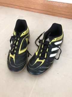 Adidas indoor soccer shoes, great condition, size 3