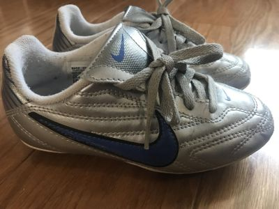 Nike Youth Soccer Cleats Size 11