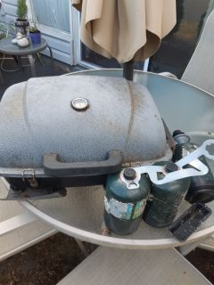 Camping stove with 2 and a half fuel cylinders- o