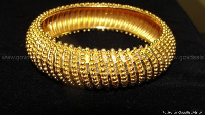 22K Yellow Gold Bangle Bracelet