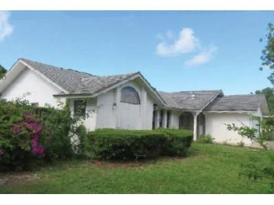 3 Bed 2 Bath Foreclosure Property in Port Saint Lucie, FL 34983 - SE Browning Ave